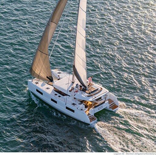 Katamaran Lagoon'46  Kaptan ve Aşçı dahil 1 hafta kiralama . ürün görseli